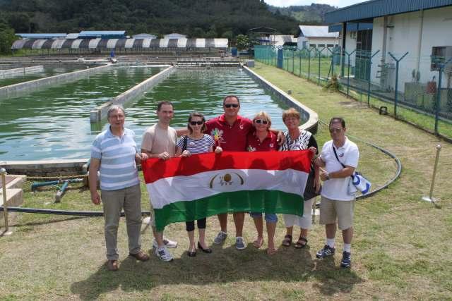 Magyar DXN tagok a DXN Farm Spirulina termesztő medencéinél